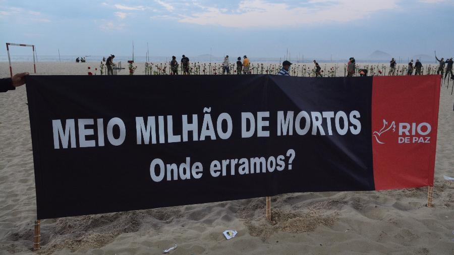 Ato em Copacabana em memória dos 500 mil mortos de covid no Brasil  - JORGE HELY/FRAMEPHOTO/ESTADÃO CONTEÚDO