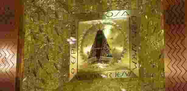 Imagem original de Nossa Senhora Aparecida, encontrada por pescadores no rio Paraíba do Sul, há 300 anos, é um dos principais fatores que motivam a viagem dos peregrinos ao santuário - Newton Menezes - 12.out.2015/Futura Press/Estadão Conteúdo