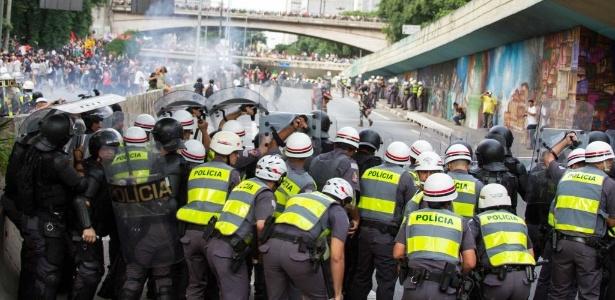 No primeiro protesto contra aumento das tarifas de transpote coletivo em São Paulo houve confronto entre policiais militares e black blocks