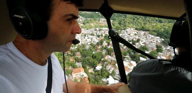 O candidato à Prefeitura do Rio de Janeiro Marcelo Freixo (PSOL) sobrevoou as área mais críticas do meio ambiente da cidade