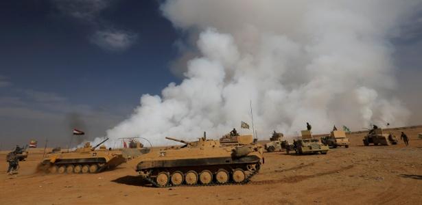 Exército do Iraque se desloca após libertar vila dominada pelo Estado Islâmico na região sul de Mossul