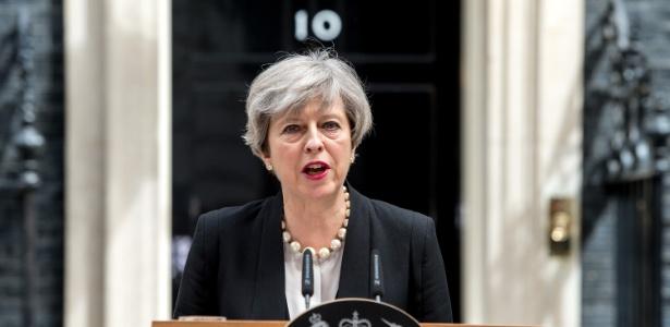 """""""Chegou a hora de dizer basta"""", disse a primeira-ministra Theresa May em pronunciamento neste domingo (4)"""