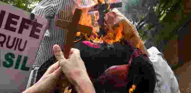 Manifestantes protestam contra a filósofa Judith Butler, que veio ao Brasil para participar de um evento no Sesc Pompeia - Kevin David/A7 Press/Estadão Conteúdo