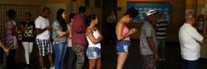 Opinião: As notícias falsas estão envenenando a política brasileira. E o Whatsapp poderia parar isso (Foto: Pilar Olivares / Reuters)