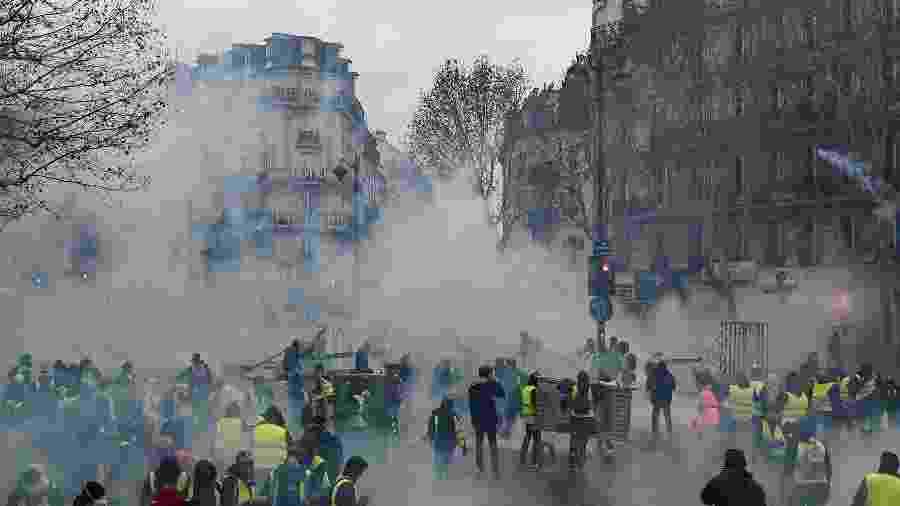 """""""Coletes amarelos"""" protestam em Paris e enfrentam a polícia - Lucas Barioulet/AFP"""