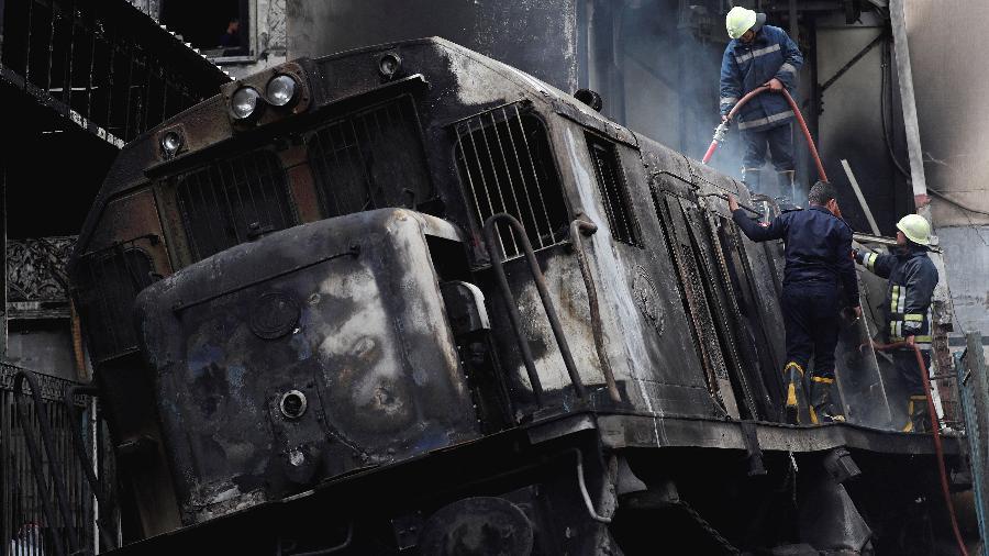 Segundo as autoridades, a locomotiva entrou na estação com velocidade excessiva colidindo contra uma das plataformas - Amr Abdallah Dalsh/Reuters