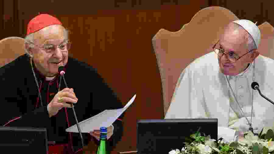 Cardeal italiano Lorenzo Baldisseri e o Papa Francisco durante a abertura dos trabalhos do Sínodo dos Bispos para a Região Pan-Amazônica - Andreas Solaro/AFP