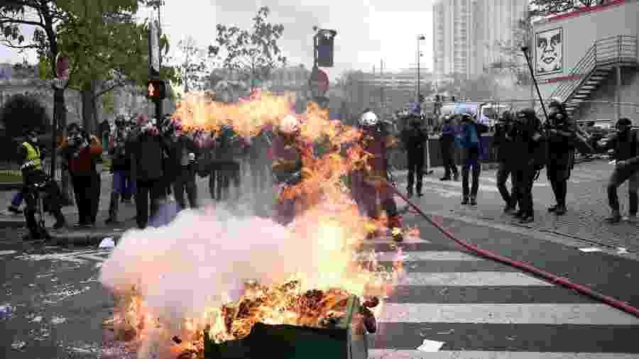"""França tem dia de protestos no aniversário de 1 ano dos """"coletes amarelos"""" - MARTIN BUREAU/AFP"""