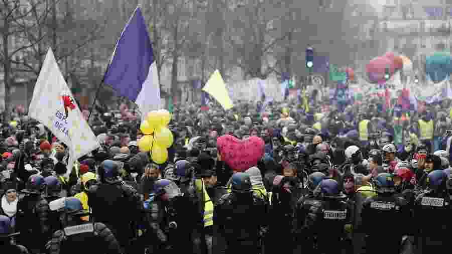 4.jan.2020 -- Milhares de manifestantes foram às ruas de Paris protestar contra a Reforma da Previdência - François Guillot/AFP