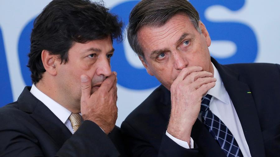 Presidente Jair Bolsonaro ao lado do então ministro da Saúde, Luiz Henrique Mandetta, durante evento em Brasília - ADRIANO MACHADO