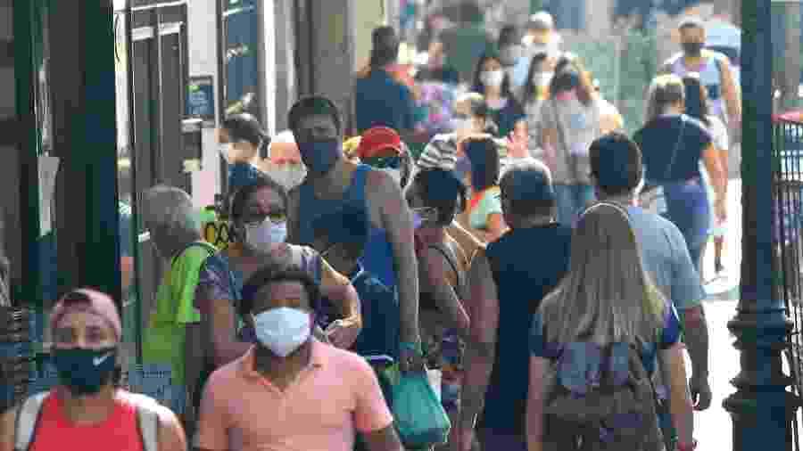 12.jun.2020 - Movimentação dos cariocas no Catete, na zona sul do Rio de Janeiro - Ellan Lustosa/Código19/Estadão Conteúdo