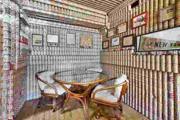 Casa no sul da Flórida (EUA) é coberta por latas de Budweiser - Reprodução/Facebook - Reprodução/Facebook