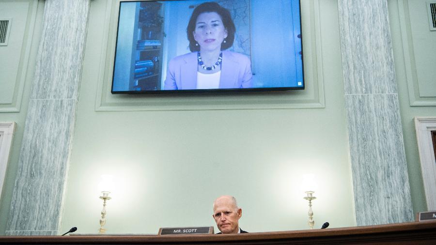 26.jan.20 - Indicada por Biden para Secretaria de Comércio, Gina Raimondo, é sabatinada no Senado - POOL/AFP