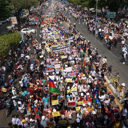 """Arquivo - Ministros dos países do G7 afirmaram que """"condenam com firmeza"""" a violência cometida em Mianmar pelas forças de segurança contra manifestantes pacíficos - Sai Aung Main/AFP"""