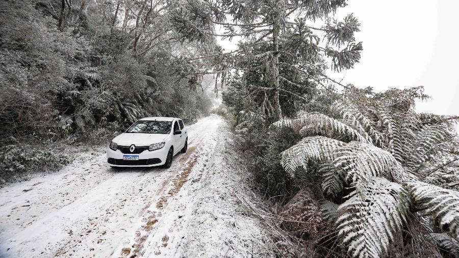 30.jun.2021 - Neve na cidade de Urupema, na região serrana de Santa Catarina - RAPHAEL ZULIANELLO/Estadão Conteúdo