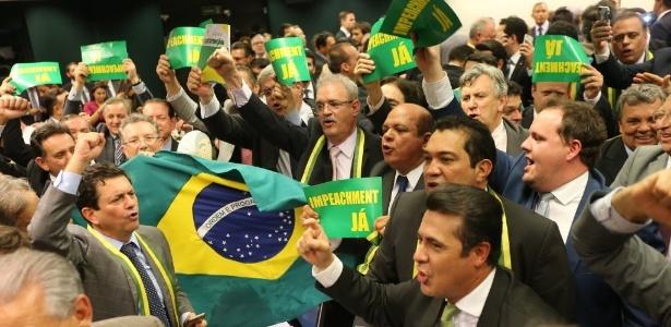 Deputados comemoram aprovação do parecer do impeachment de Dilma Rousseff - Alan Marques/Folhapress