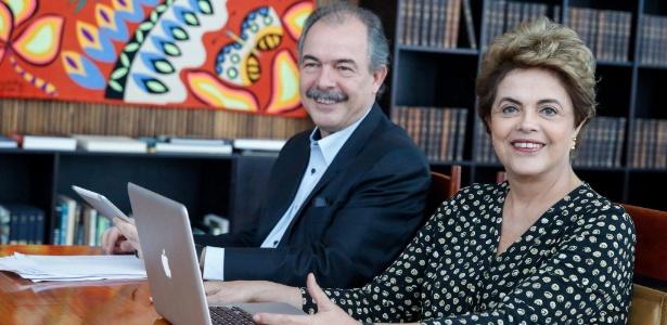 Dilma falou com internautas nesta quarta-feira (25) ao lado do ex-ministro Aloizio Mercadante  - Divulgação