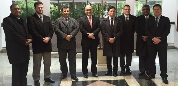 Em junho, Alexandre de Moraes (centro) se encontrou com Sergio Moro (à esq. dele)