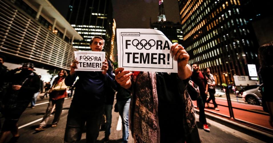 31.ago.2016 - Manifestantes chegam na Avenida Paulista para protestar contra o impeachment da presidente Dilma Rousseff. Dilma foi condenada nesta quarta-feira (31) pelo Senado no processo de impeachment por ter cometido crimes de responsabilidade na condução financeira do governo. O impeachment foi aprovado por 61 votos a favor e 20 contra.