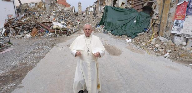 Papa Francisco visita Amatrice, cidade italiana atingida por terremoto em agosto