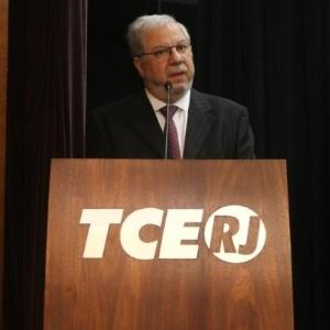 O presidente do TCE-RJ, Jonas Lopes, foi levado para depor na sede da PF