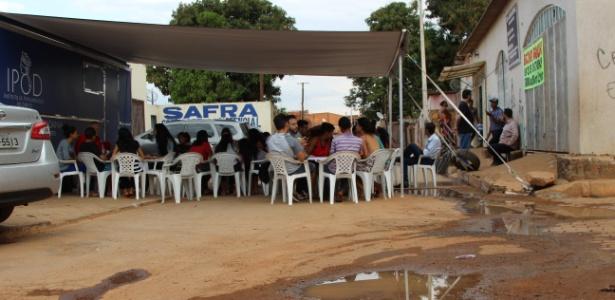 Aula de direito para jovens na Vila Estrutural, periferia de Brasília