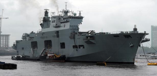 O porta-helicópteros HMS Ocean é um dos maiores navios da marinha britânica
