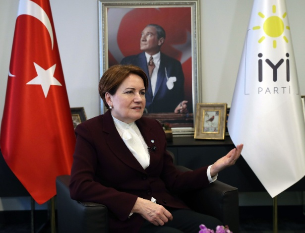 15.dez.2017 - Meral Aksener, opositora do presidente da Turquia Recep Tayyip Erdogan
