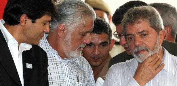 Pesquisas têm consultado o desempenho de Fernando Haddad (esq.) e Jaques Wagner (centro) como substitutos de Lula em projeção sobre a eleição de outubro