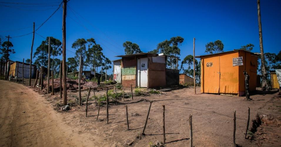 10.mai.2018 - Morro ao lado de piscinão, no Iguatemi, no extremo leste, vem sendo ocupado desde outubro