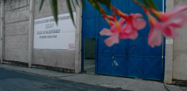 Fachada da Casa do Albergado Crispim Ventino em Benfica, zona norte do Rio - Alexandre Durão/Agência O Globo