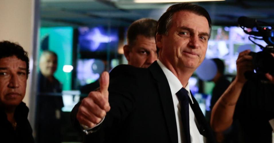 9.ago.2018 - Jair Bolsonaro, candidato do PSL à presidência da república, chega ao Grupo Bandeirantes de Comunicacão para participar do debate entre os candidatos à presidência, na noite desta quinta-feira