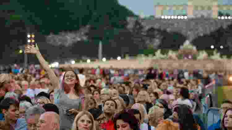 Público aguarda o início do concerto Noite de Verão, na praça Schoenbrunn, em Viena - Guo Chen/Xinhua