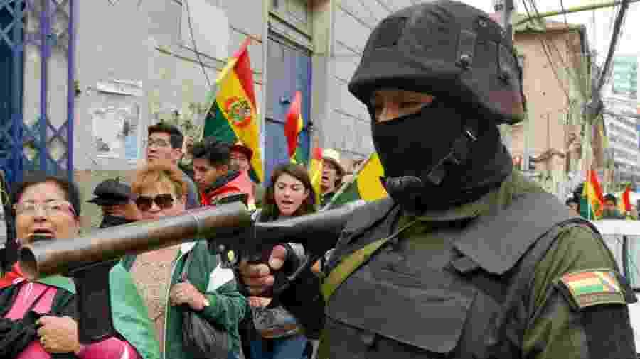 Policiais se rebelaram em protesto contra o governo de Evo Morales na Bolívia - AIZAR RALDES / AFP