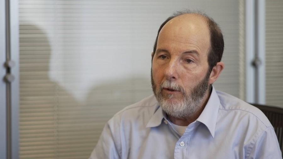 """""""Hoje em dia ficou muito claro que tem muita coisa que poderia ajudar [a combater] a desigualdade que também ajudaria no crescimento [da economia]"""", diz o ex-presidente do Banco Central - BBC News Brasil"""