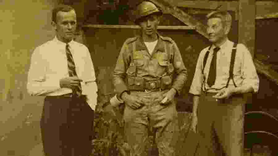 O filho de alemães Gerd Emil Brunckhorst (de farda), que serviu o Exército Brasileiro na campanha da Italia, durante a Segunda Guerra Mundial - Tuca Vieira / Folhapress