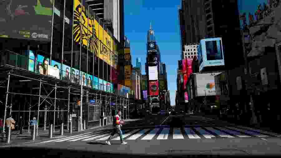 Times Square permanece quase vazia durante período de isolamento social pela quarentena - Eduardo Munoz/Reuters