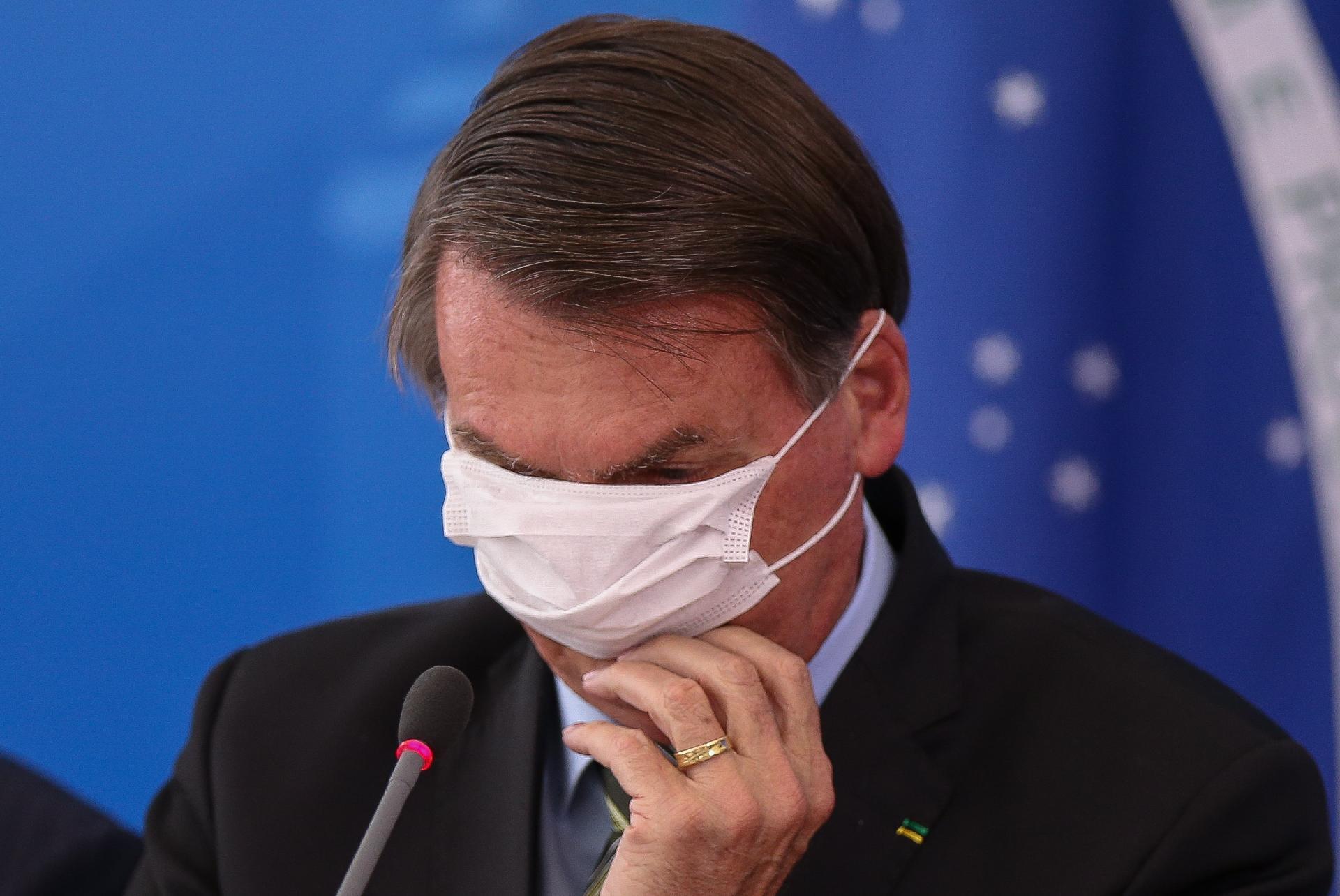 """Resultado de imagem para em pronunciamento, Bolsonaro critica governadores por isolamento e chama coronavírus de """"gripezinha"""""""