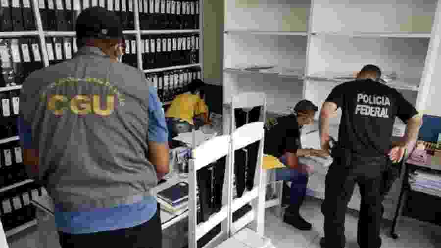 Agentes da Polícia FEderal e da CGU durante operação na Paraíba em abril - Divulgação/Polícia Federal