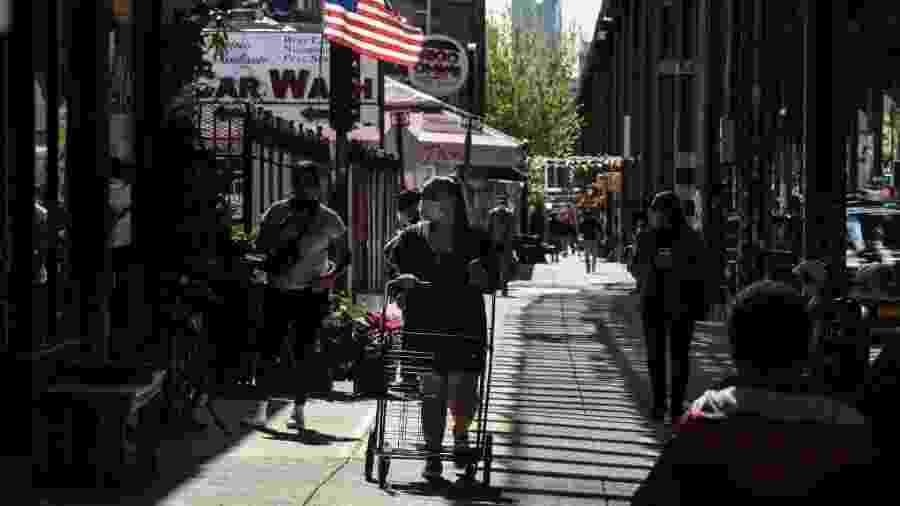 Escritório do Xerife da Cidade de Nova York acaba com festa sexual em plena pandemia da covid-19 e aglomerações crescem em estabelecimentos da cidade no período - Stephanie Keith/Getty Images/AFP