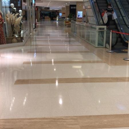 """Arquivo - """"Vale qualquer estratégia para trazer o consumidor de volta ao shopping"""", afirma Ricardo Portel, gerente de marketing do Shopping Ibirapuera (foto) - Felipe Pereira/UOL"""