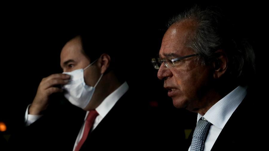 O presidente da Câmara dos Deputados, Rodrigo Maia (DEM-RJ), e o ministro da Economia, Paulo Guedes trocam afagos em evento sobre a reforma administrativa  - Gabriela Biló/Estadão Conteúdo