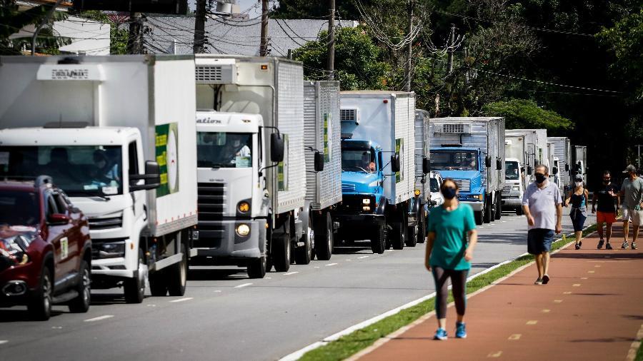 27 jan. 2021 - Caminhoneiros do setor frigorífico protestam contra aumento do ICMS em São Paulo - Aloisio Mauricio/FotoArena/Estadão Conteúdo