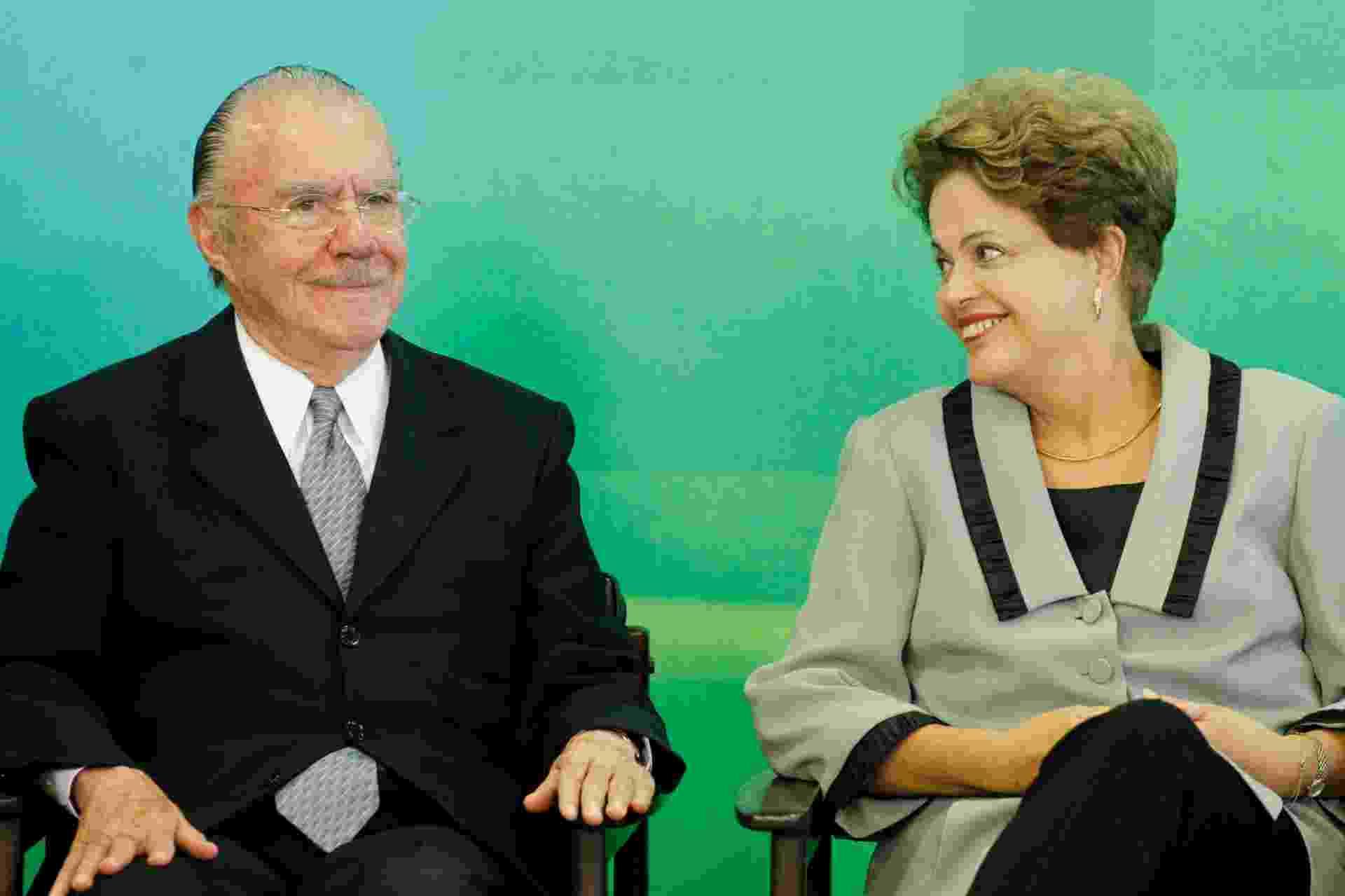 16.mar.2015 - A presidente Dilma Rousseff e o ex-presidente José Sarney durante a cerimônia de sanção do Código de Processo Civil no Palácio do Planalto - Beto Barata - 16.mar.2015/ Folhapress