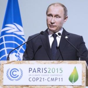 O presidente da Rússia, Vladimir Putin, discursa na abertura da COP-21, em Paris, em novembro de 2015