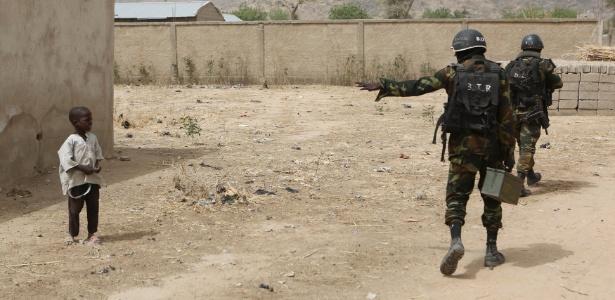 Soldados camaroneses em área de atuação do Boko Haram