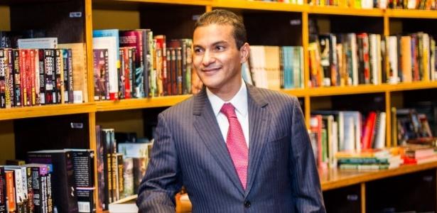 Ministro Marcos Pereira nega uso irregular dos voos
