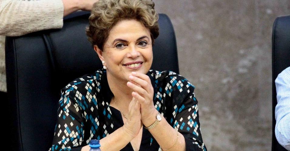 17.jun.2016 - A presidente afastada, Dilma Rousseff, participa de ato com foco na educação, na Universidade Federal de Pernambuco (UFPE), no Recife (PE). No evento, Dilma foi recebida com gritos de