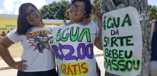 Estudantes vendem 'água da sorte' em Maceió: 'Bebeu, passou' - Beto Macário/UOL