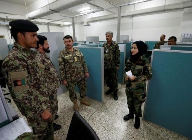 10.nov.2016 - Em pesquisa feita pela Fundação Ásia, 60% dos afegãos disseram não concordar que mulheres trabalhem no Exército ou na polícia